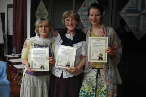 Dana Hegerová, Valpurga Hozáková a Kateřina Halamová s Certifikátem